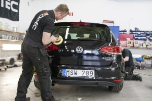 Vaxning av bil utförs av Christianstad Bilvårdcenter AB